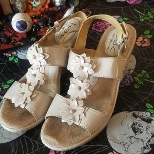 B.O.C. Cream wedges